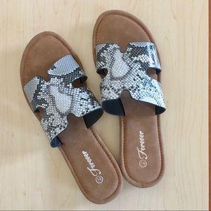🔥 NEW Snakeskin Sandals Size 10🔥